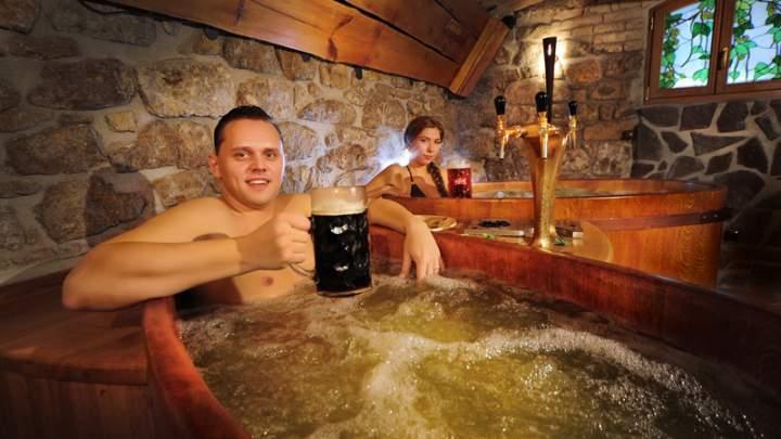 A praga arriva il trattamento benessere a base di birra al beer spa bernard - Bagno birra praga ...