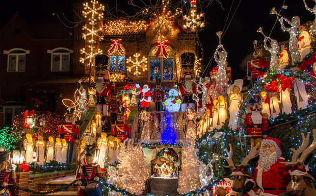 a dyker heights brooklyn tour delle case decorate con le