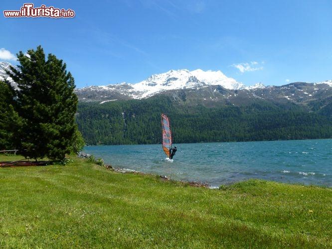 Windsurf sul lago di silvaplana foto silvaplana for Casetta sul lago catskills ny