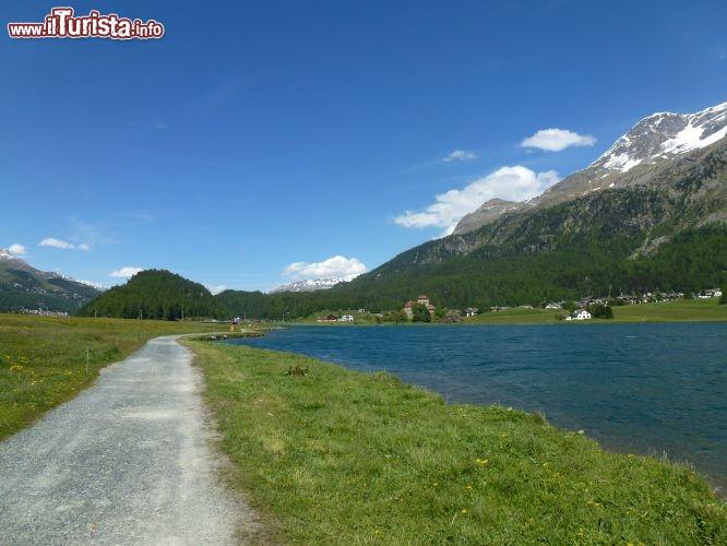 Passeggiata lungo lago a silvaplana foto silvaplana - Lago lungo bagno di romagna ...