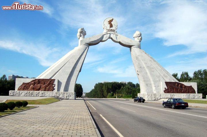 arco della riunificazione a pyongyang la capitale