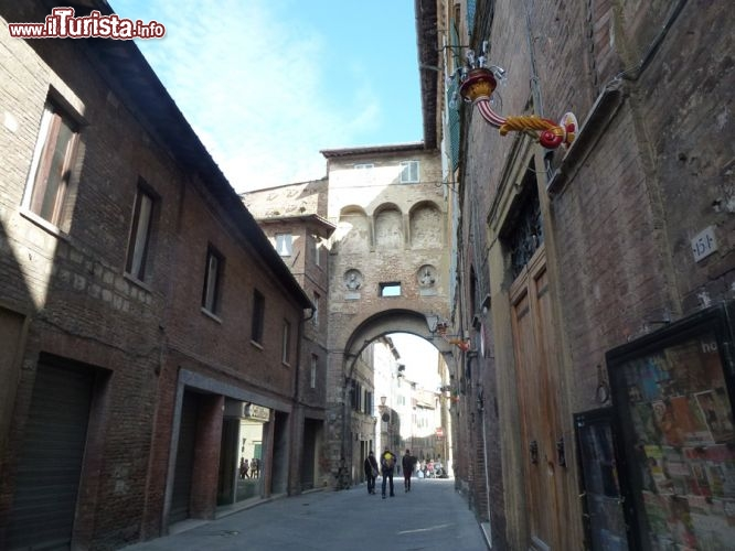 L 39 antica porta di san maurizio al ponte oggi foto siena - Ugc porta di roma programmazione ...