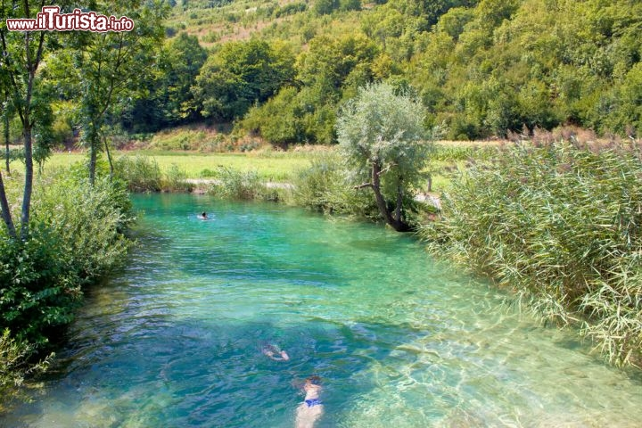 Un bagno nel fiume korana plitvice a valle foto - Parco laghi bagno di romagna ...