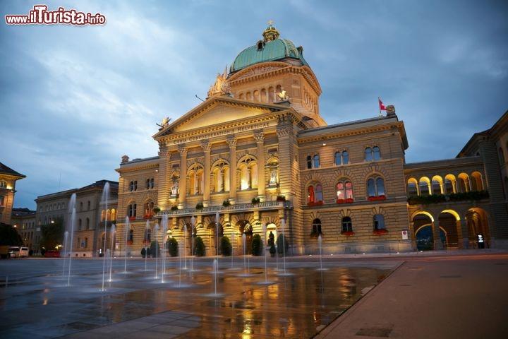 Il palazzo del parlamento di berna svizzera foto for Foto del parlamento