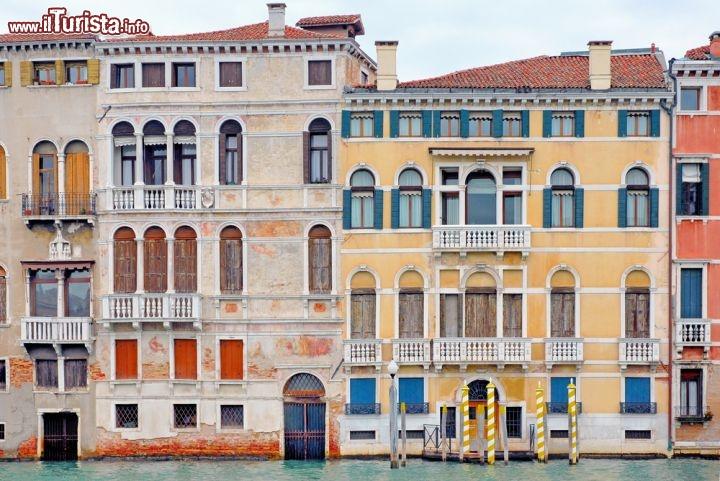Palazzi signorili a venezia lungo il canal grande for Palazzi davvero grandi