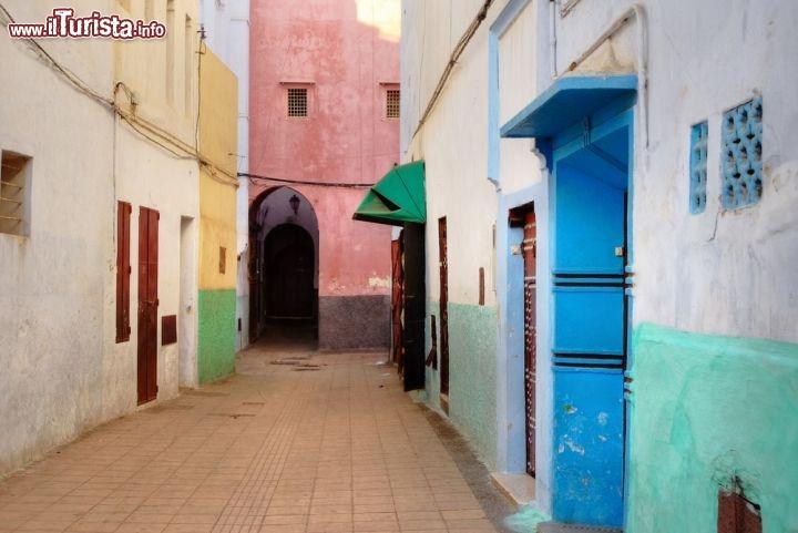 Case colorate nella medina il centro storico foto rabat for Fotografie case
