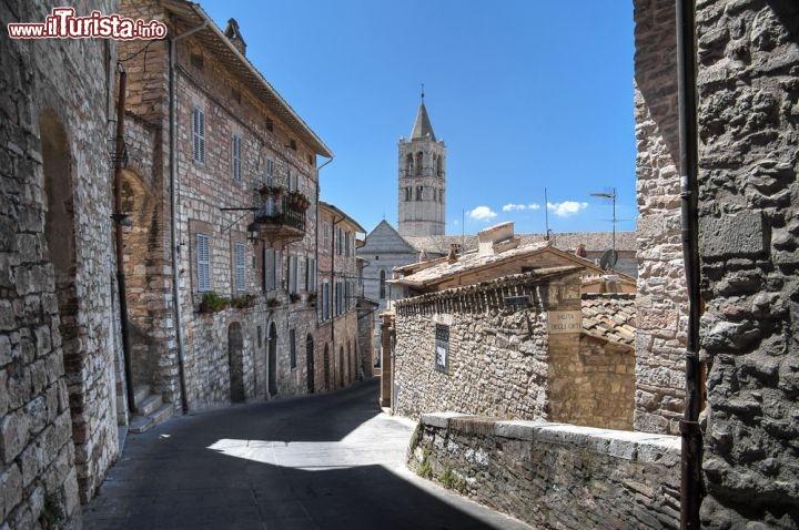 Case in pietra nel centro storico di assisi foto assisi for Immagini di case antiche