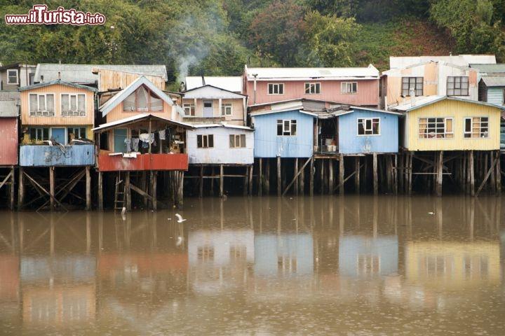 Case a palafitte a castro isola di chiloe in foto for Fotografie di case