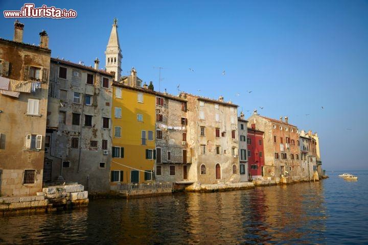 Case storiche di rovigno che s 39 affacciano foto rovinj for Alberghi rovigno croazia