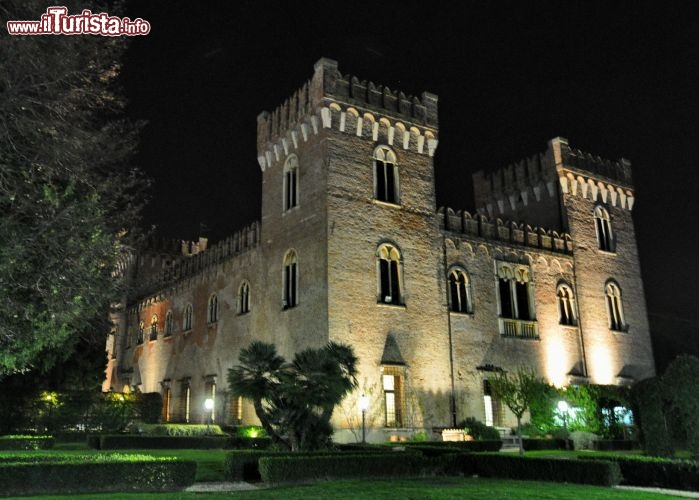 Castello bevilacqua fotografato alla sera dai foto - Giardini pensili immagini ...