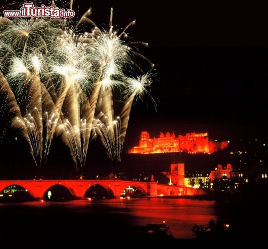 Immagine Castello di Heidelberg illuminato dai fuochi d'artificio - ©German National Tourist Board