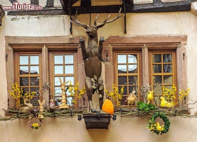 Decorazioni nel centro storico di riquewihr foto for Abbellire casa