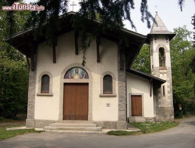Chiesa di sacro cuore ci troviamo ai foto brunate for Piani cottage piccolo lago