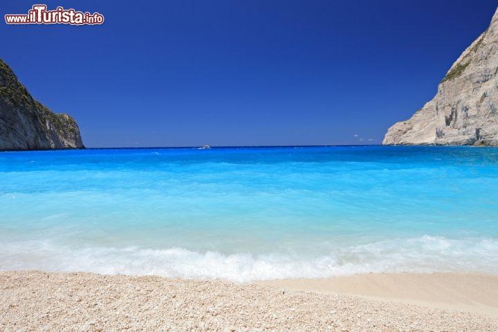 Matrimonio Spiaggia Grecia : I particolari colori dell acqua presso la foto zante
