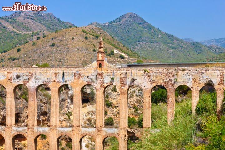 Dettaglio dell 39 acquedotto di nerja in andalusia for Piani di fondazione del ponte