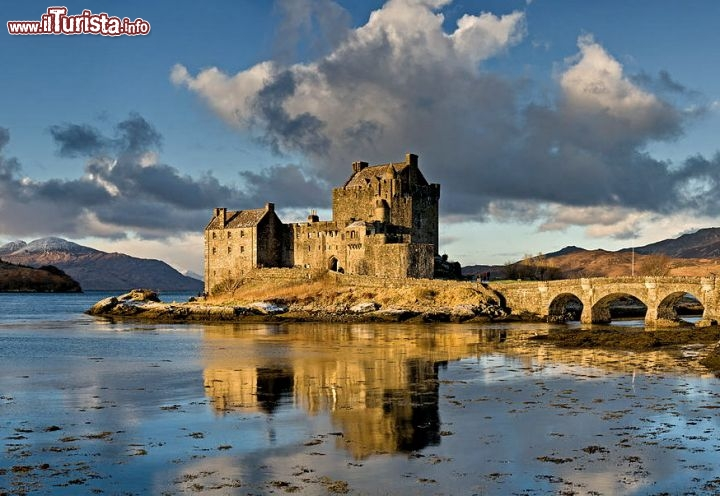 Immagine Eilean Donan il famoso castello della Scozia occidentale, nelle Highlands - © Photo by DAVID ILIFF. License: CC-BY-SA 3.0