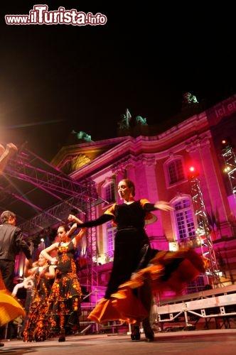 Immagine festa di piazza a tolosa ville de toulouse patrice nin