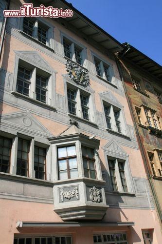 Una finestra bovindo nel centro di sciaffusa foto schaffhausen - Finestra a bovindo ...