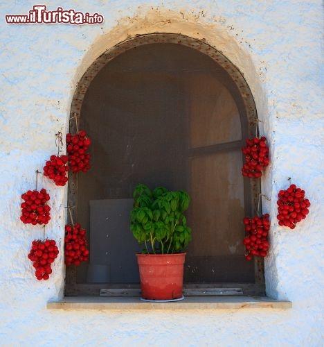 Finestra di una casa tipica a pantelleria immancabili foto pantelleria - Chiudere una finestra di casa ...