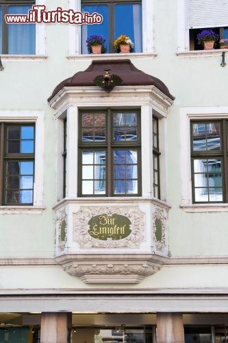 Un classico bovindo finestra tipica di sciaffusa foto schaffhausen - Finestra a bovindo ...