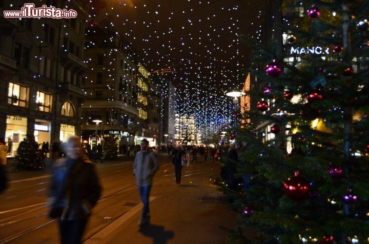 Addobbi Natalizi Zurigo.Il Centro Di Zurigo Durante Il Periodo Di Natale Un Foto Zurigo