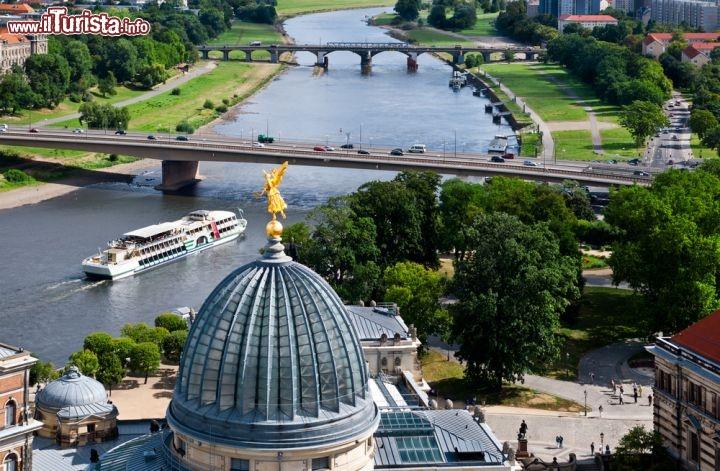Il Panorama Di Dresda Con Il Fiume Elba Visto Foto