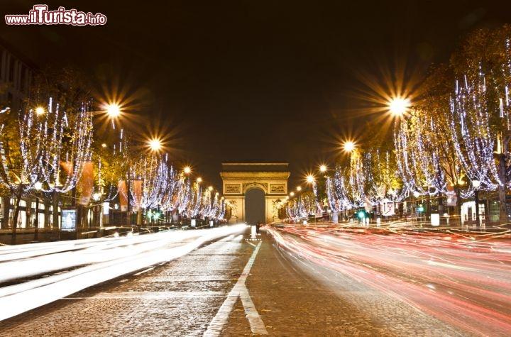 Illuminazioni di Natale lungo gli Champs Elysees ...  Foto Parigi
