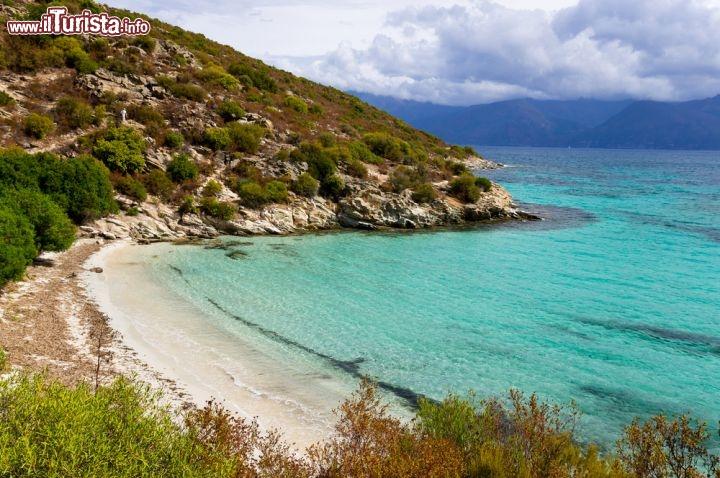 Agriates viaggio nella corsica selvaggia da vedere corsica - Immagini da colorare la spiaggia ...