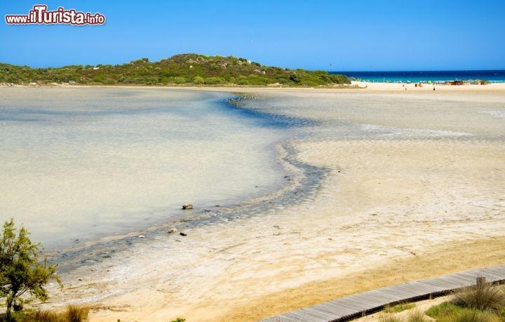 Laguna e grande spiaggia di chia nel sud della foto for Disegni della casa sulla spiaggia