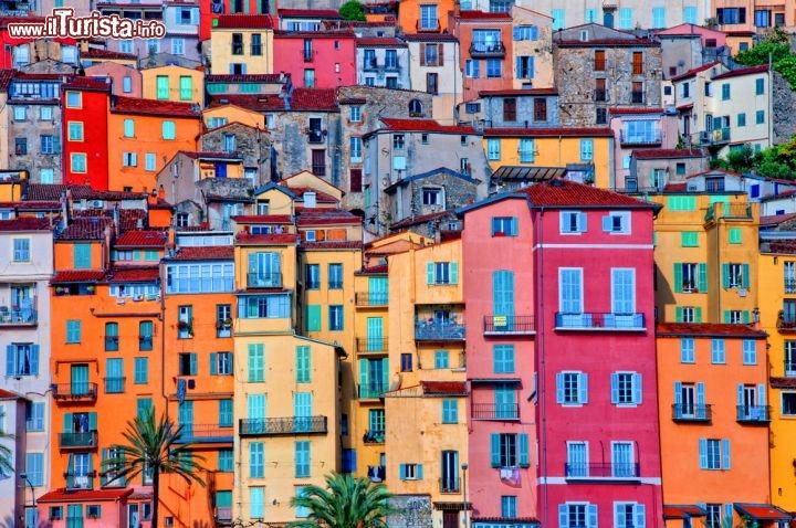 Le case colorate del centro storico di mentone foto for Foto di ville colorate
