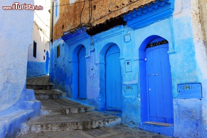 Le porte blu di chefchaouen marocco foto - Foto di porte ...
