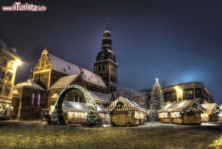 Immagine Il Mercatino di Natale a Riga, in Lettonia. Come anche nelle altre  Repubbliche