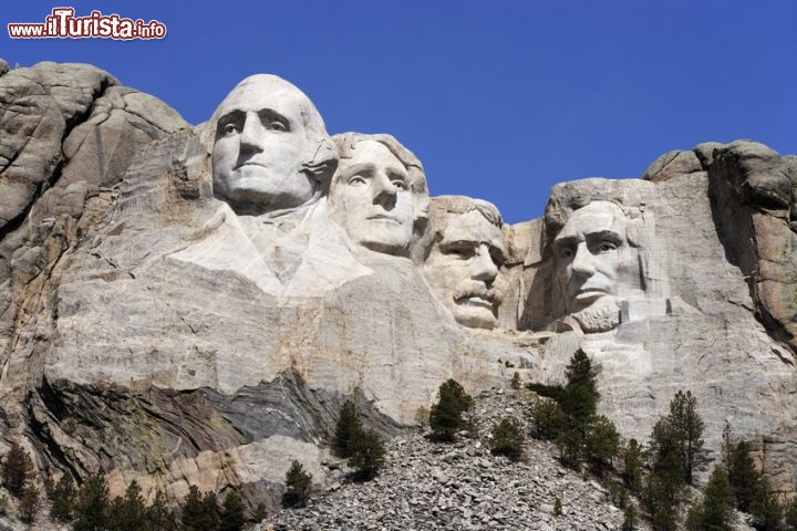 Immagine Monte Rushmore National Monument, South Dakota. I quattro presidenti: George Washington, Thomas Jefferson, Theodore Roosevelt e Abraham Lincoln scolpiti nel massiccio delle Black Hills