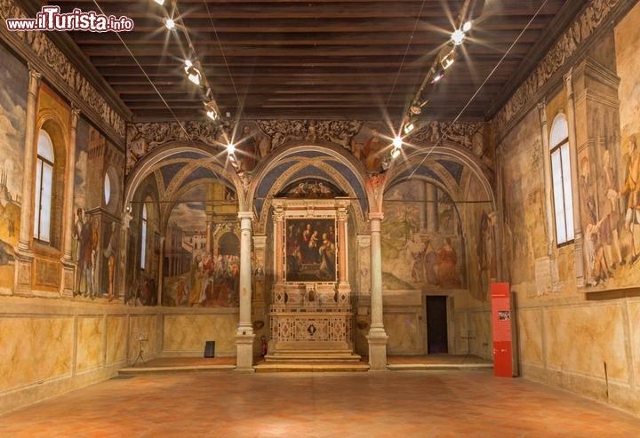 Gli affreschi che decorano l'interno dell'oratorio ...