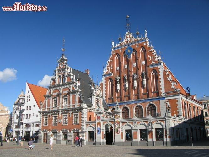 Palazzi in centro a riga capitale della lettonia foto riga - Foto van de eetkamer ...
