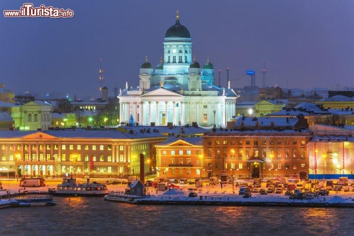 panorama in inverno ad helsinki la capitale foto