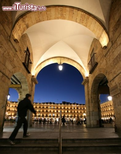 Immagine Piazza Mayor a Salamanca di notte - Copyright foto www.spain.info