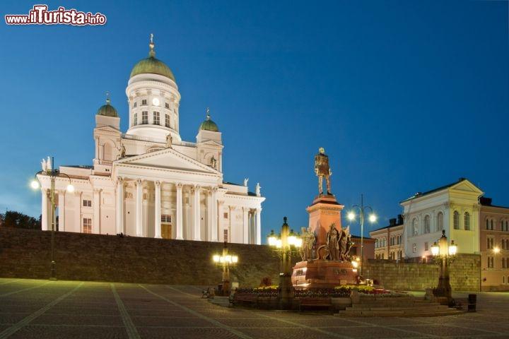 la piazza del senato e la cattedrale di helsinki