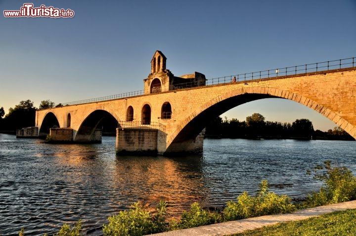 Pont st benezet il famoso ponte di avignone al foto for Foto di ponti coperti