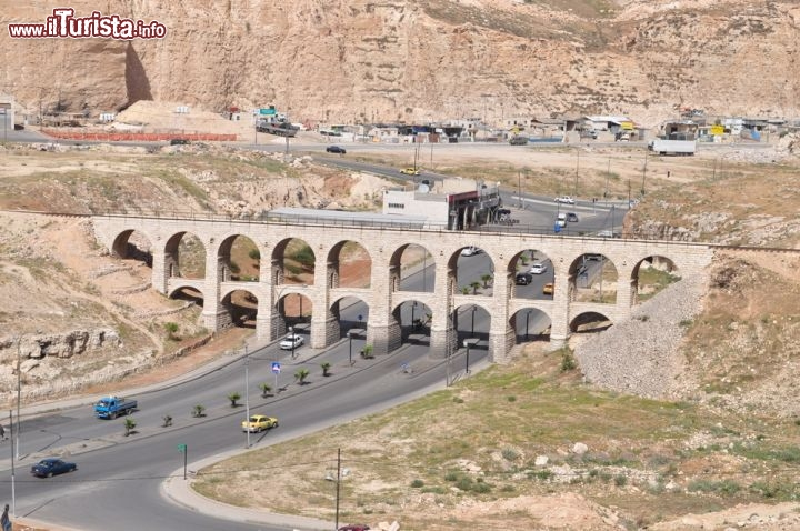 Il ponte a dieci archi a due piani di amman foto amman for Piani di progettazione di ponti gratuiti