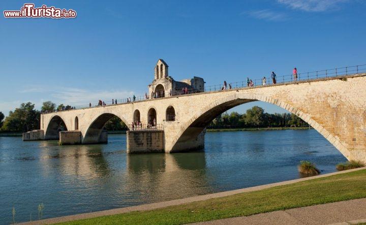 Ponte sul fiume rodano ad avignone avignon foto for Disegni di ponte anteriore