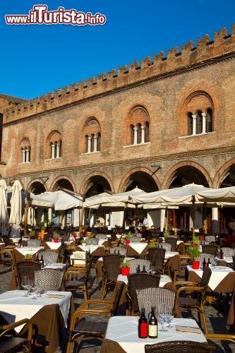 Ristoranti in piazza sordello davanti al palazzo foto mantova - La cucina mantova ...