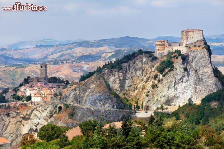San leo il borgo nelle montagne del montefeltro foto san leo - Il meteo bagno di romagna ...