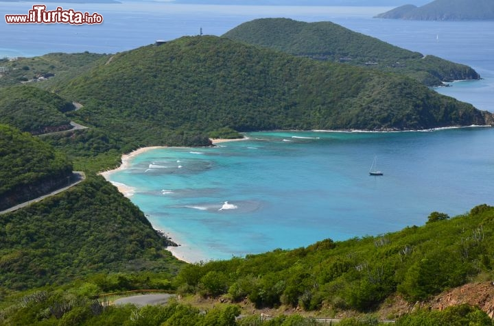 Immagine Savannah Bay splendida baia a Virgin Gorda, British Virgin Islands - © Guendalina Buzzanca / thegtraveller.com
