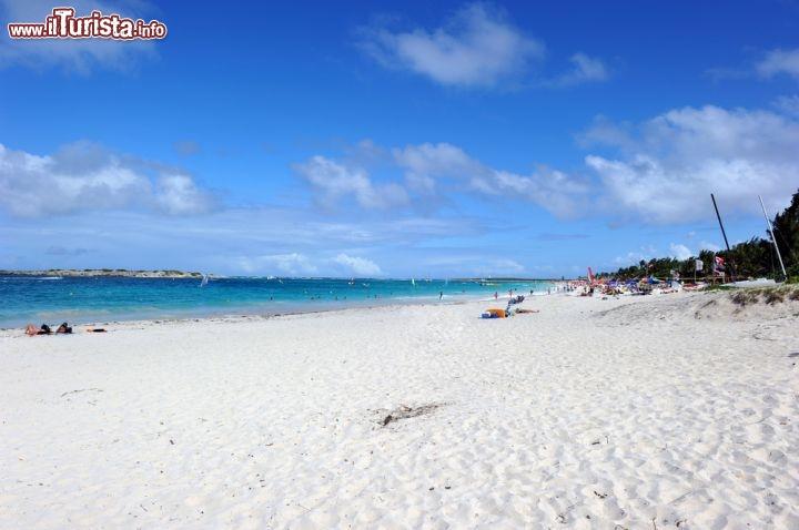 Spiaggia Di Baie Orientale A Saint Martin Territorio