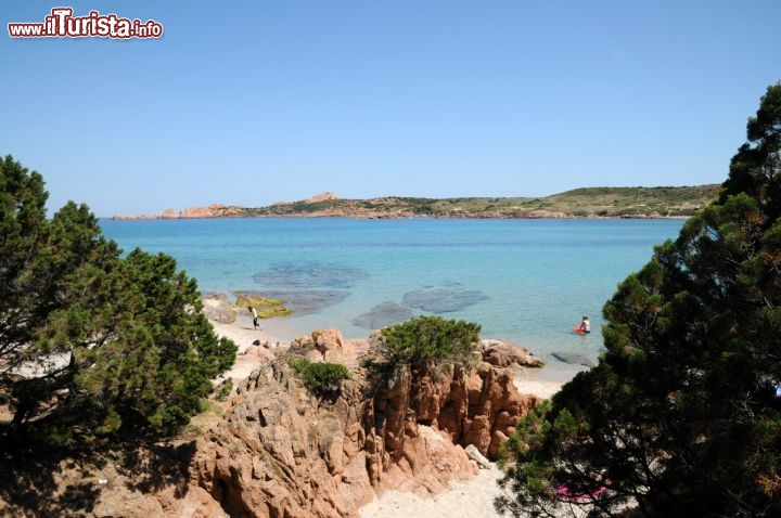 Cartina Sardegna Isola Rossa.Badesi Sardegna La Spiaggia L Isola Rossa Il Mare E Cosa Vedere