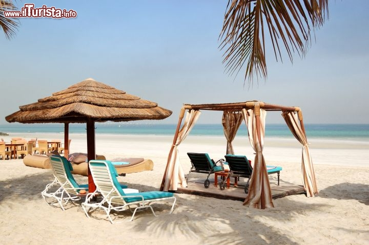 La spiaggia in uno degli hotel di lusso ad ajman for Piani di lusso sul lungomare
