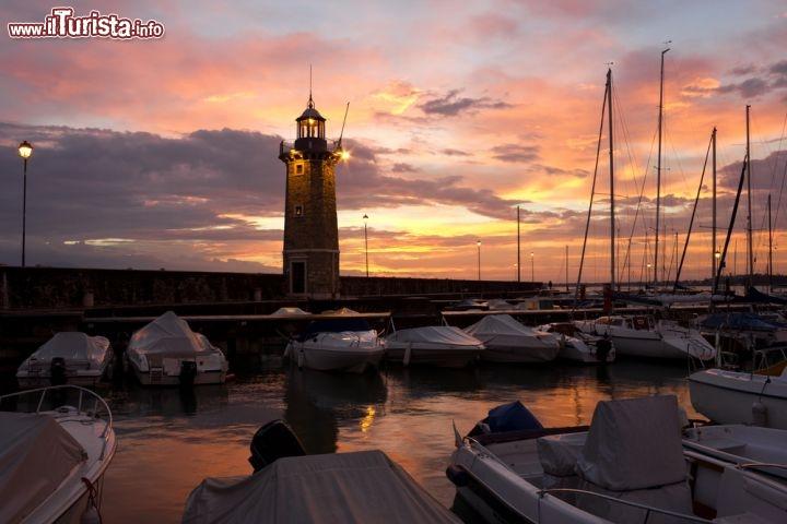 Desenzano del garda al tramonto con il calar foto for Casetta sul lago catskills ny