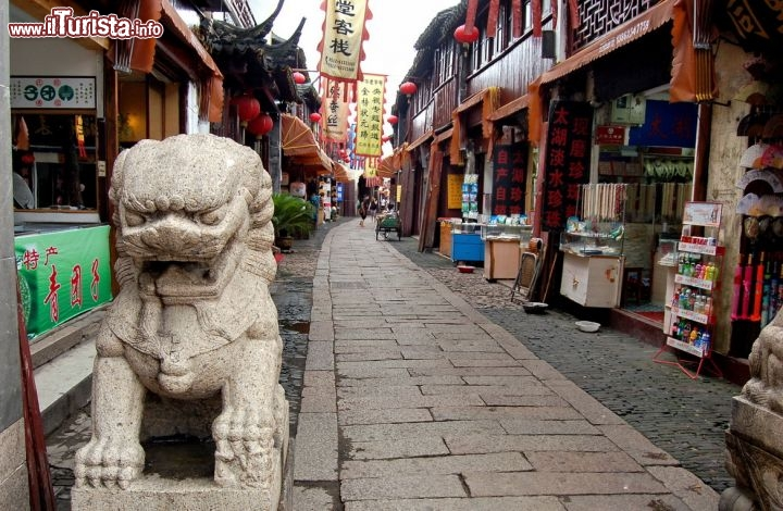 Immagine Via commerciale e dello shopping a Tongli in Cina