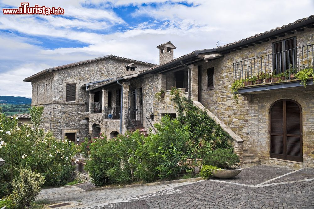 Abitazione storica a bevagna umbria italia foto for Case vacanze new york home away